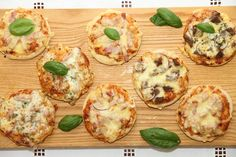 Mini pizza - My Little Kitchen Little Kitchen, Baked Potato, Pizza, Baking, Breakfast, Mini, Ethnic Recipes, Food, Bread Making