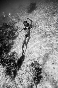 Elena Kalis   Underwater, via Flickr.
