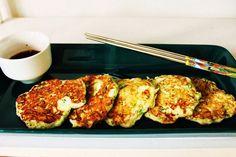 Pöytä Koreaksi: Hobak Buchim, korealaiset kesäkurpitsapihvit