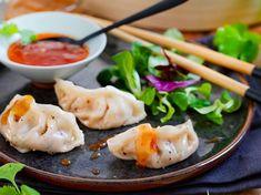 Asiatiske dumplings med kjøttdeig og kål Tapas, Asian Recipes, Ethnic Recipes, Cheat Meal, Snacks, Dumplings, Potato Salad, Mashed Potatoes, Chili