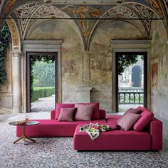 With the sofa system Dandy, Rodolfo Dordoni declined for Roda the iconic textile sofa for indoor use in a completely new proposal for outdoor