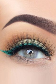 Pretty. Look! Love the pop of color from the eyeliner