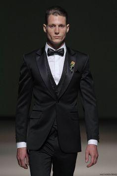 Con la elegancia abanderando cada una de sus colecciones, Yirko Sivirich presenta en la semana de la moda de Lima, Perú su colección Chil...