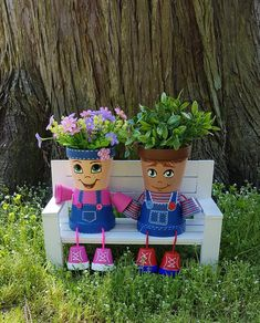 Country Kids Clay Pot People and Bench Garden Set This country kid clay pot people planter garden se Clay Flower Pots, Flower Pot Crafts, Clay Pot Crafts, Clay Pots, Decorated Flower Pots, Painted Flower Pots, Painted Pots, Hand Painted, Flower Pot People