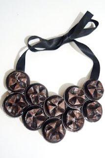 colar couples feito de cápsulas de Nespresso, do Projeto balaco.baco