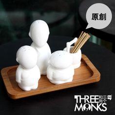 the three monks, salt, pepper shaker. and toothpick well.三个和尚挑水喝陶瓷调味瓶 牙签盒 创意厨房用品#asian