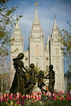 The Church of Jesus Christ of Latter-day Saints (LDS, Mormon). Lds Temple Pictures, Lds Pictures, Church Pictures, Utah Temples, Lds Temples, Salt Lake City, Arte Lds, Angel Moroni, Mormon Temples