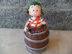 Decoração para sua casa , para quem adora e ama o Chaves feito em biscuit sobre uma base acrílica R$ 70,00