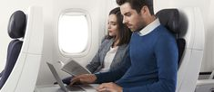 Premium Economy - Approfitti del suo volo in cabina Premium Economy per dormire, leggere o lavorare con la massima libertà.