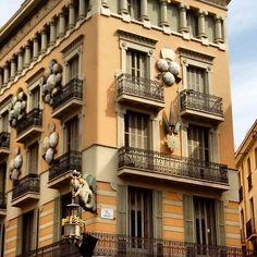 Reforma de Josep Vilaseca i Casanova, edificio premodernista con influencia del Japonismo de la época. Acabado con motivo de la exposición Universal de 1888.  #casadelsparigües #casabrunocuadros #BarcelonaInspiresMe #wefindyourplace
