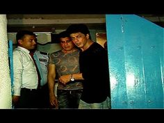 WATCH Shahrukh Khan spotted at Olive Bar & Kitchen Restaurant in Mumbai. See the full video at : https://youtu.be/EId7bSvS_rc #shahrukhkhan
