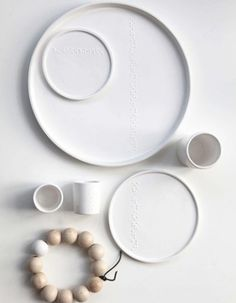 Servies van Onshus - Table settings for our homes - Keramik Design, Silver Blonde, Food Patterns, Ceramic Table, Shades Of White, Earthenware, Wooden Beads, Thing 1, Interior Styling