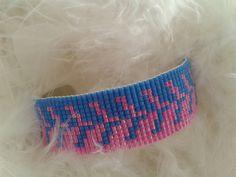 bracelet manchette tissé avec des perles miyuki de couleur bleue et rose : Bracelet par yedura