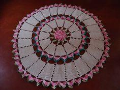 Todo confeccionado à mão, em crochê, acabamento perfeito. Fio 100% algodão, de ótima qualidade, cores firmes e marcantes.  Disponível nas cores cru com rosa mesclado e verde mesclado R$ 149,90