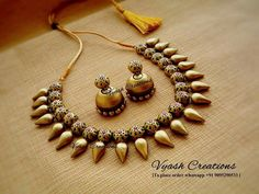 Gold terracotta necklace and earrings set! Lip Jewelry, Beaded Jewelry, Fashion Jewelry, Handmade Jewelry Designs, Unique Jewelry, Handmade Jewellery, Teracotta Jewellery, Terracotta Jewellery Designs, Temple Jewellery