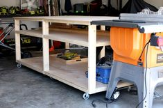 DIY Workbench Woodworking Saws, Beginner Woodworking Projects, Woodworking Crafts, Workbench Top, Workbench Plans, Industrial Workbench, Folding Workbench, Workbench Designs, Built In Bookcase
