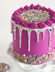 Learn how to add sprinkles to drip cakes to create a sprinkle drip cake! It's the perfect cake decorating technique to add color. Fancy Cakes, Cute Cakes, Pretty Cakes, Beautiful Cakes, Amazing Cakes, Pink Cakes, Drip Cake Tutorial, Bolo Original, Cake Decorating Techniques