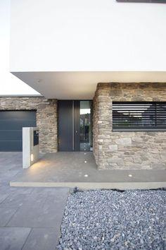 Haus_pi aprikari GmbH & Co. KG Haus_pi aprikari GmbH & Co. KG The post Haus_pi aprikari GmbH & Co. KG appeared first on Vorgarten ideen. Home Trends, House Goals, Exterior Design, Future House, Bungalow, Entrance, Architecture Design, Sweet Home, New Homes