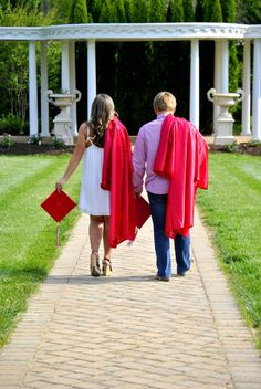 Sibling cap & gown pictures Senior pictures #BAXTERPHOTOGRAPHY