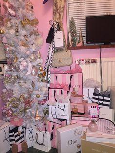 Pink Tumblr Aesthetic, Pink Aesthetic, Victoria Secret Perfume, Victoria Secret Pink, Victoria Secret Bedroom, Pijamas Victoria Secrets, Estilo Coco Chanel, Backgrounds Girly, Teen Decor