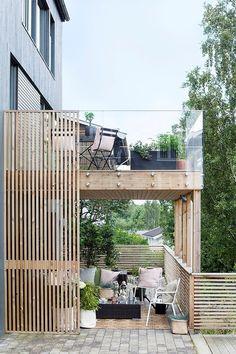En terrasse for både sommer og høst - Byggmakker. Balkon Design, Porch Area, Outdoor Living, Outdoor Decor, Pergola Designs, Balcony Garden, Outdoor Gardens, My House, New Homes