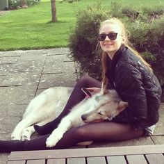 Sophie turner (sansa stark) with her dog who played her direwolf ; lady (zunni in real life ) in the first season of game of thrones