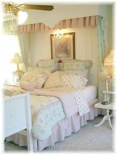 Need advice on Cottage / Shabby Chic Girl's Room - Home Decorating & Design Forum - GardenWeb Shabby Chic Girl Room, Rose Shabby Chic, Shabby Chic Mode, Style Shabby Chic, Shabby Chic Bedrooms, Shabby Chic Kitchen, Bedroom Vintage, Cozy Bedroom, Shabby Chic Furniture