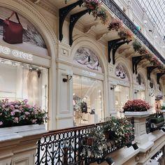 "Ксю👋🏻 on Instagram: ""🥰"" Mansions, House Styles, Instagram, Home Decor, Decoration Home, Manor Houses, Room Decor, Villas, Mansion"