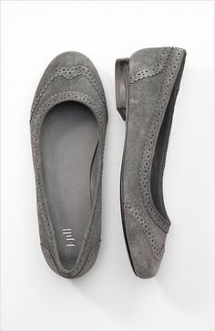 Wing tip flats, can I wear these?!  Oh so cute.