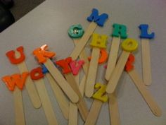 """Letter Pops: Use a set of magnetic letters and jumbo craft sticks. Glue a magnetic letter to each craft stick. Pass these out to the children to hold up as you sing alphabet songs, such as """"Alphardy,"""" """"Who Let the Letters Out?"""" """"Letter Pops"""", etc. Preschool Letters, Learning Letters, Kindergarten Literacy, Early Literacy, Kindergarten Classroom, Preschool Door, Abc Learning, Literacy Games, Kindergarten Graduation"""