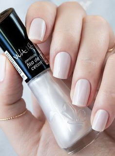 On average, the finger nails grow from 3 to millimeters per month. If it is difficult to change their growth rate, however, it is possible to cheat on their appearance and length through false nails. Perfect Nails, Gorgeous Nails, Pretty Nails, Heart Nail Designs, Manicure Y Pedicure, Heart Nails, Elegant Nails, Nail Polish Colors, Natural Nails