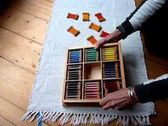 Blog muy chulo en Español de manualidades educativas, con un área específica de Montessori (donde explican cómo usar los materiales oficiales) y otra de DIY