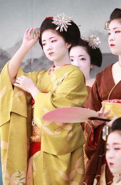 Maiko for dress reharsal of Kitano Odori, Kyoto, Japan