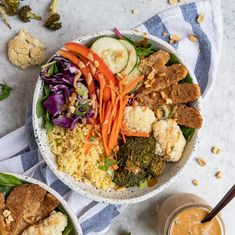Thai Peanut Grain Bowls with Teriyaki Tempeh (Easy + Gluten-free option) Veg Recipes, Plant Based Recipes, Healthy Recipes, Veg Meal Prep, Vegetarian Entrees, Veggie Meals, Grain Bowl, Lunch To Go, Plant Based Eating