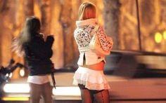 """Obbligo di giubbino e pantaloni catarifrangenti per le prostitute Le prostitute dovranno indossare giubbino catarifrangente e pantaloni con strisce gialle verticali. Molto """"particolare"""" la decisione del sindaco del comune lombardo di Spino d'Adda, in provincia di  #prostitute #obblighi #giubbino"""