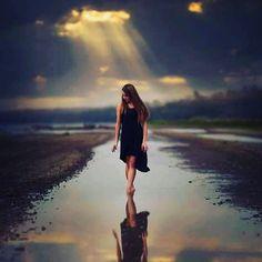 No busques el camino lejos,  el camino está siempre a tus pies.  -Tung Chan