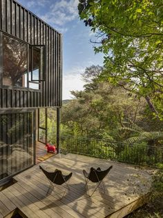 Blackpool House-Glamuzina Paterson-05-1 Kindesign...New Zealand....in a densely populated native landscape