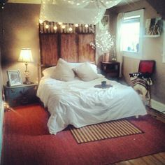 indie room love. thrift shop all the way. 60 bucks for the whole room =)