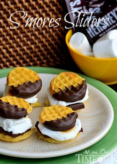 S'mores Waffle Sliders - Mom On Timeout -- Eggos Homestyle Minis waffles Chocolate CandiQuik or Chocolate flavored candy coating Jumbo marshmallows Hershey's snack size chocolate bars Köstliche Desserts, Delicious Desserts, Yummy Food, Spring Desserts, Plated Desserts, Think Food, Love Food, Yummy Treats, Sweet Treats