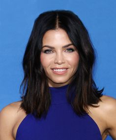 Jenna Dewan Tatum got warm caramel highlights just in time for summer. See her new sun-kissed hair color here.
