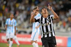 Mesmo sendo volante, Lindoso já marcou seis gols com a camisa alvinegra (Foto: Agência Estado)