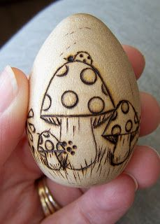 BUG A BOO CORNER: Fun with Wood eggs! Wood Burning Crafts, Wood Burning Art, Wood Burning Patterns, Wood Burning Projects, Wood Projects, Pyrography Designs, Pyrography Patterns, Egg Crafts, Easter Crafts