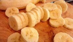 Tort de biscuiți cu banane - gata în doar 30 de minute! - Bucatarul.tv Deserts, Dairy, Cheese, Cookies, Banana, Crack Crackers, Biscuits, Postres, Cookie Recipes