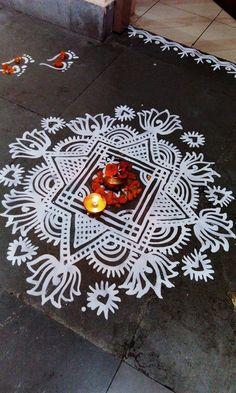 Simple Rangoli Border Designs, Rangoli Designs Latest, Rangoli Borders, Free Hand Rangoli Design, Colorful Rangoli Designs, Rangoli Designs Diwali, Easy Rangoli, Beautiful Rangoli Designs, Alpona Design