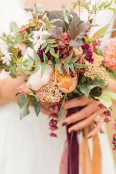 Autumnal wedding inspiration as featured on Grey Likes Weddings. Photography: Jessica Davies