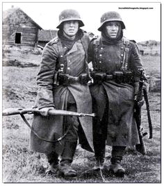 """1942 : A pair of tired Wehrmacht soldier of the mighty German Army in Stalingrad, USSR From the book """"Stalingrad by Peter Antill"""" Stalingrad was the decisive storm that would lead to the annihilation of an all conquering army – the German Sixth Army. German Soldiers Ww2, German Army, Military Photos, Military History, Luftwaffe, Battle Of Stalingrad, German Helmet, Germany Ww2, German Uniforms"""
