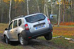 #SfatDacia În off-road, prima treaptă de viteză oferă cel mai bun control asupra automobilului la coborâri abrupte. Activați modul LOCK al Dacia Duster și totul devine mai simplu. Modul, Dacia Duster, Mai, Automobile