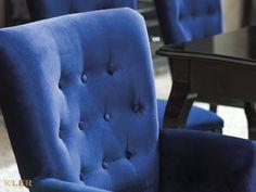 """Lubicie """"Alicję w Krainie Czarów""""? Jeśli tak, to z pewnością urzeknie Was ta linia designerskich mebli, stworzonych w estetyce modern classic. To wariacja na temat mieszczańskiego wzornictwa zagrana z wdziękiem i wyczuciem. #KLER #Canzone #Excellence #meblekler #klerdesign #klerexcellence #projektowanie #design #meble #blue #niebieski #kobalt #niebieskiehistorie #salon #jadalnia #furniture #furnituredesign #interior #interiordesign #home  #dom #quality #jakość #comfort #krzesło #chair #stół Armchair, Furniture, Home Decor, Sofa Chair, Single Sofa, Decoration Home, Room Decor, Home Furnishings, Home Interior Design"""