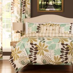 Keep using your favorite comforter even if it doesn't look its best when you have this botanical duvet cover set. Leaves and fleur de lis patterns are combined for a modern yet classic look. The zipper closure keeps your blanket properly covered.
