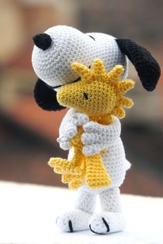 """Amigurumi Woodstock free PATRÓN EN ESPAÑOL SCHEMA IN ITALIANO Hello again! It's been months now since I published a premium pattern for Snoopy, and I have recently discovered that it's marked as """"Bestsell… Crochet Animal Patterns, Stuffed Animal Patterns, Crochet Patterns Amigurumi, Crochet Animals, Crochet Dolls, Knitting Patterns, Crochet Birds, Crochet Flower, Knitted Dolls"""